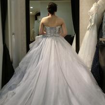 試着のカラードレスです。