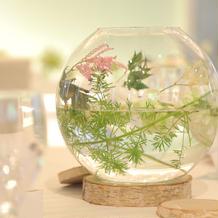 可愛くて映えるゲストテーブルのお花