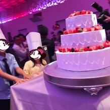 ケーキをちびっ子に運んできてもらいました
