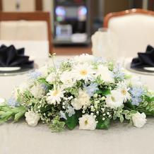 テーブルのメイン装花