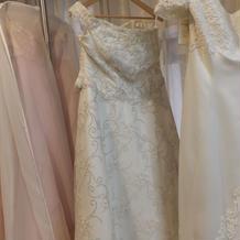 衣装サロンのウエディングドレス
