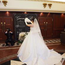 レンタルドレス、ベール後ろから見た画像