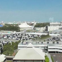 会場窓からディズニーランドが見えます