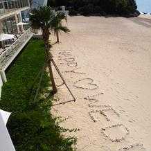 砂浜の貝殻アート