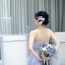カラードレスには生花を合わせました