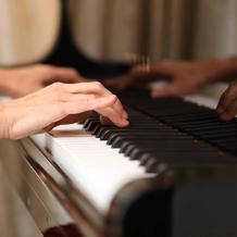 会場のピアノを借りて演奏可能
