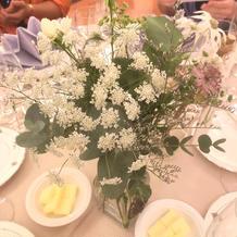 装花もナチュラルな雰囲気でした