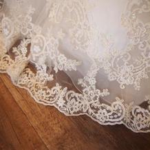 ドレスの裾の刺繍