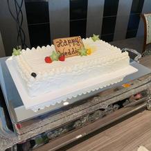 ケーキをゲストでデコレーション