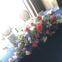 カラフルな装花