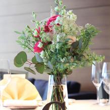 食事会ゲストテーブルのお花