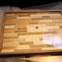 結婚証明書の代わりのウッドボード