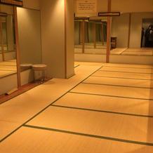 列席者の更衣室。かなり広々していました。