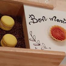 お菓子のカラクリ箱です。