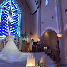 大聖堂のステンドグラスが素敵