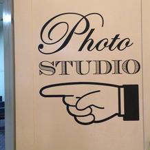 写真室の入口にある表示。