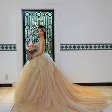 お色直しのシャンパンゴールドドレスです。