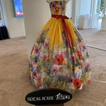 ロビーに飾ってあるドレス