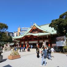 神殿は広く、中まで朱塗りでした。