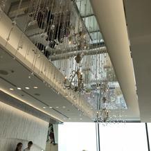 天井は鏡とクリスタルでキラキラしてます