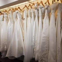 衣裳室のドレス。