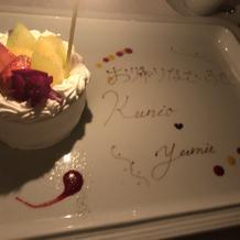 1周年記念日のサプライズケーキ