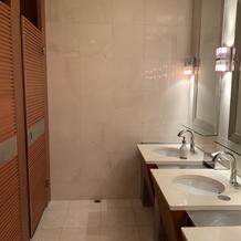 トイレは個室が3つ
