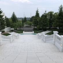 退場後の白い大階段