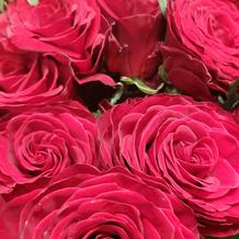 新婦へのサプライズ用のバラの花束