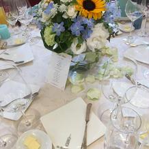 各宅テーブルの装花とコーディネート