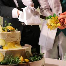 ウェディングケーキはレモンケーキに