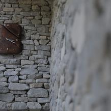 教会入口にある時計