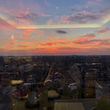 日が落ちる時の披露宴会場からの景色