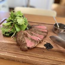 メイン料理のお肉