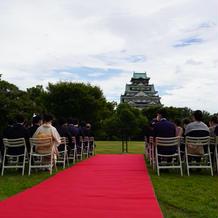 大阪城を望むバージンロード