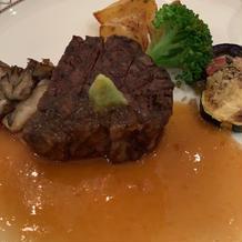 山葵のソースの柔らかい牛フィレ肉