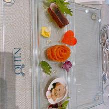 鮪とスモークサーモン 蛤と彩り野菜添え