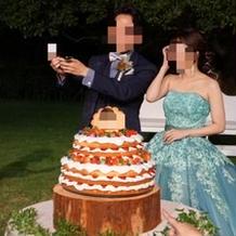 ガーデンでのケーキ入刀
