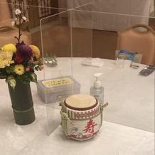 テーブル装花とミニ樽