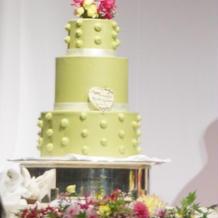 見応えのあるウエディングケーキです。