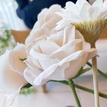 白いお花で揃えてもらいました