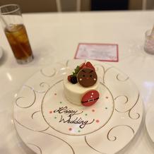 デザートのケーキ、飾り付けは各々で
