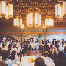 和装・洋装にも合う豪華な披露宴会場