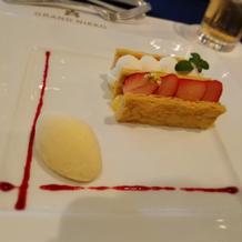 いちごのミルフィーユ バニラアイス