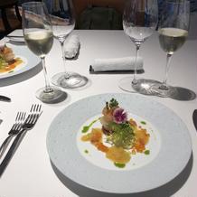 お皿も料理も美しく美味しかったです。