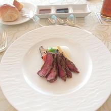 メイン 牛肉のステーキ