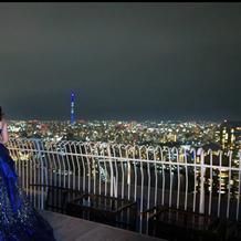 カラードレスと夜景