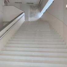 雨の日用大階段