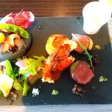 ワンプレートで、魚や肉、海老等を試食