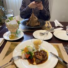 肉料理、魚料理、サラダ
